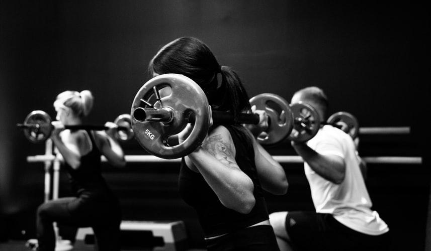 Como fazer exercícios para ombros gigantes?